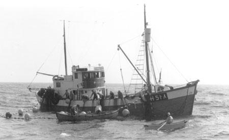 Hamre i lettbåten. Ramsøysund med kast.
