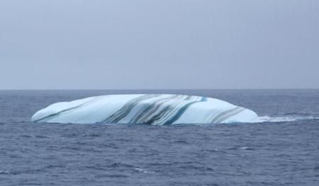 Marmorert isfjell.