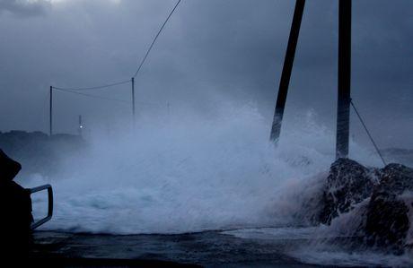 Storm på moloen i Åkrehamn